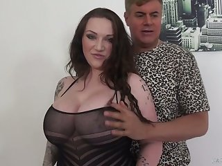 Ample breasted milf Harmony Reigns is having dirty sex with her new lover