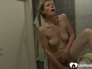 Showering chick moans while masturbating on camera