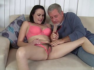 Veronica Snow likes when her lover cum on her cunt after hard sex