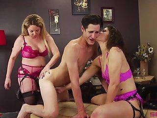 Bisexuall threesome with Victoria Voxxx is memorable for this guy