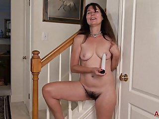 Cougar Sherry Lee With Big Natural Tits - Solo