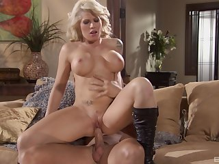 Trimmed pussy mature Brooke Haven with fake tits rides a dick
