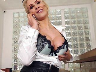 Kaitlyn Laken A Hot Buxom Mom's Cybersex Experience