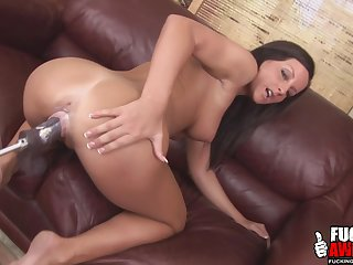 Melissa the brunette to enjoy a ride with her sex machine