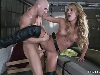 Hardcore fucking between a large dick guy and provocative Amy Brooke