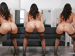 Nude curvy MILF dazzles with beauty and sex skills