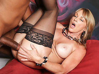 Shayla Laveaux's is the top realtor in the biz. Shayla's demonstrating a spot to Jovan Jordan and he's about to find out why the huge-boobed milf is able to close so many deals: That facehole and cootchie go the additional mile. Shayla's biz dealings may