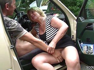 Granny slut car sex Mutti ist Taxifahrerin und fickt gerne mal mit ihren Kunden